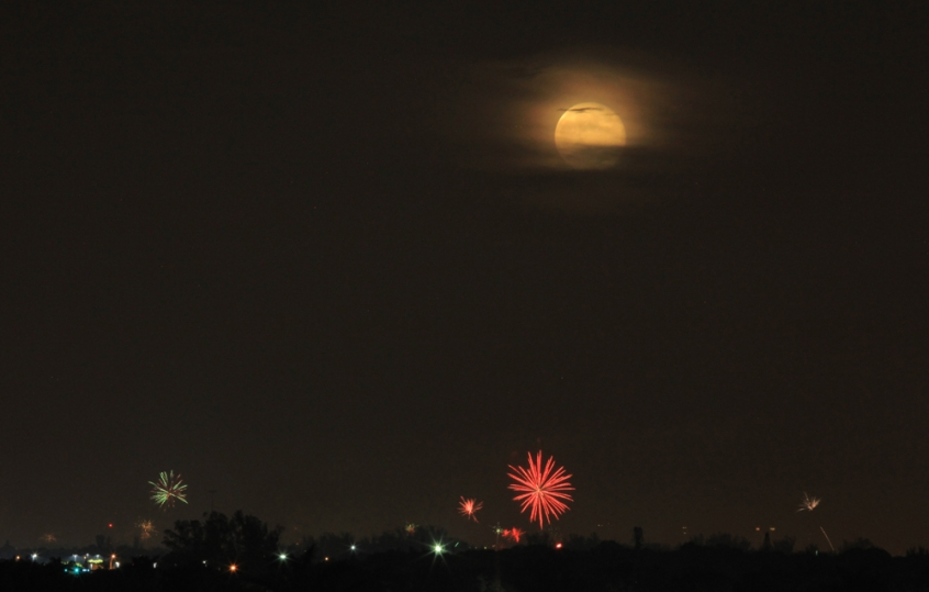 Fireworks and Full Moon_8655_1000w