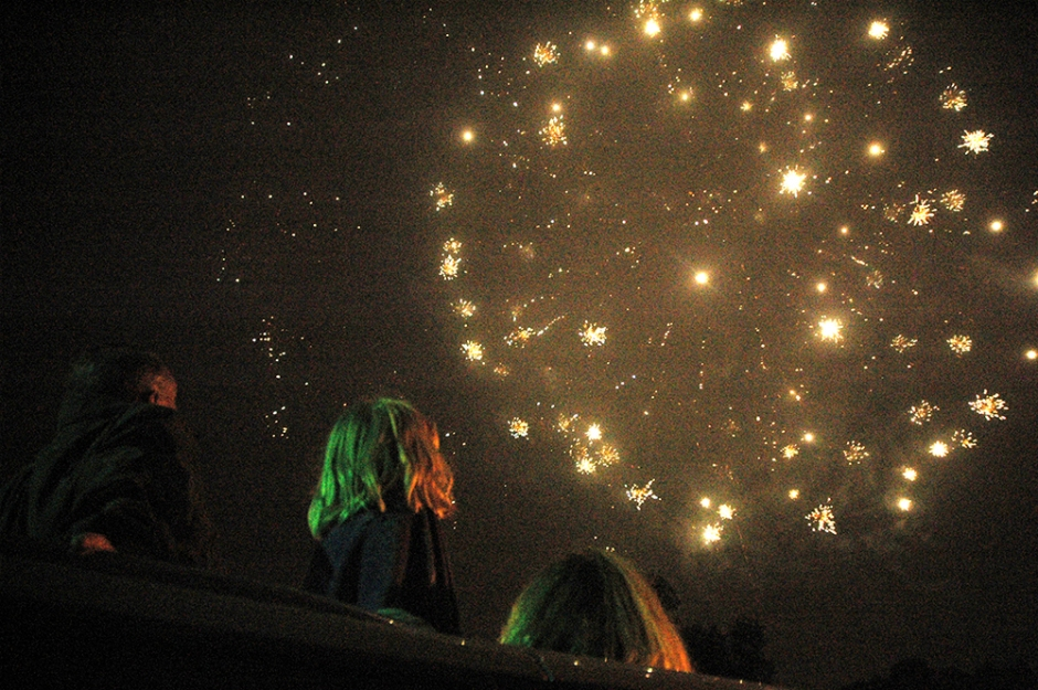Fireworks - Copyright Cindy Bendat 2005 DSC_0553