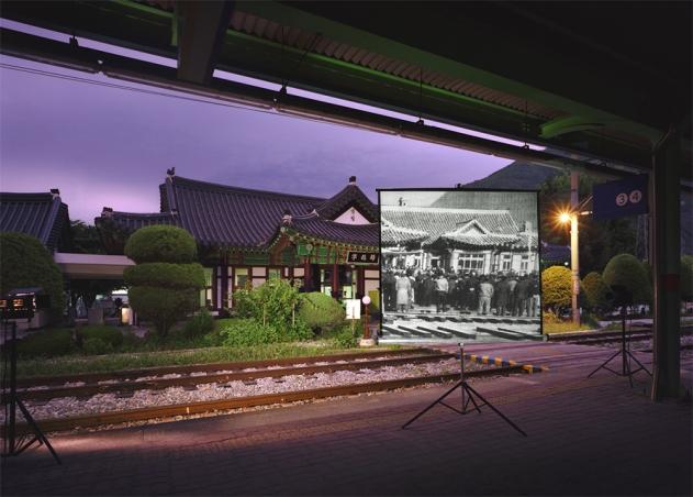historic present023_240x180(cm)_C-print_2010_Yeongwol Station